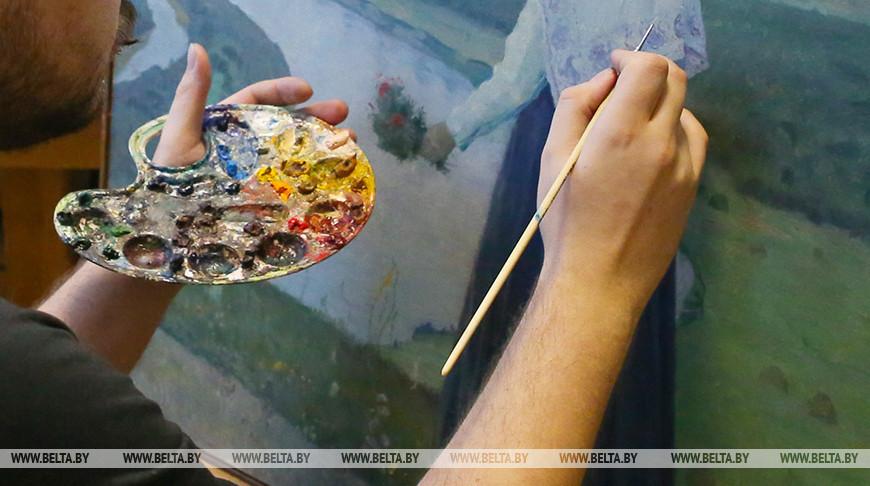 Палитра весны: в НББ представили выставку акварели и рисунка